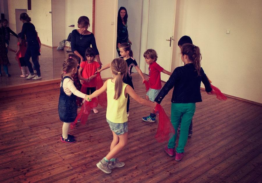 kids-training-bg-dances-3