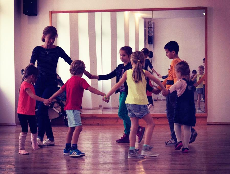 kids-training-bg-dances-4
